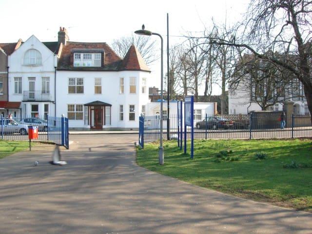 London-convenient for centre F1 - Londen - Appartement