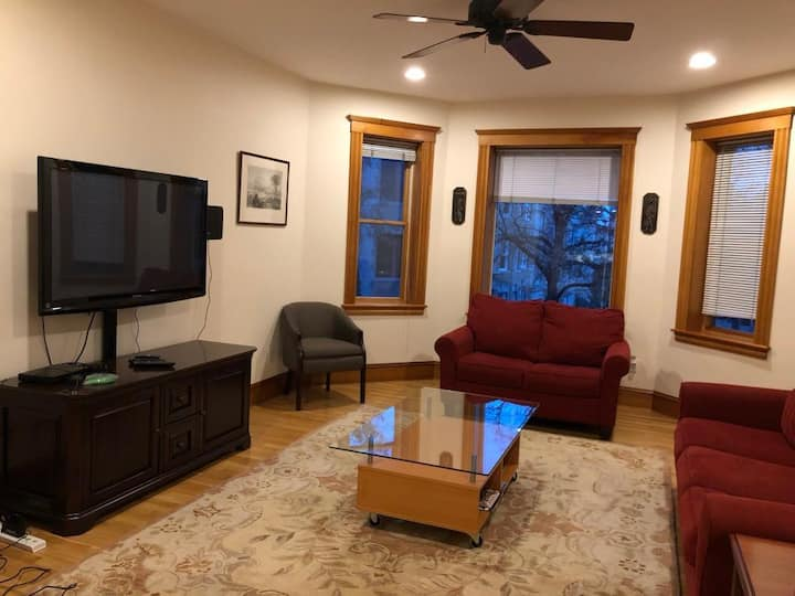 Brookline Brownstone   3BR 2BA   Walk to shopping and minutes from Back Bay Greenline Trolley!
