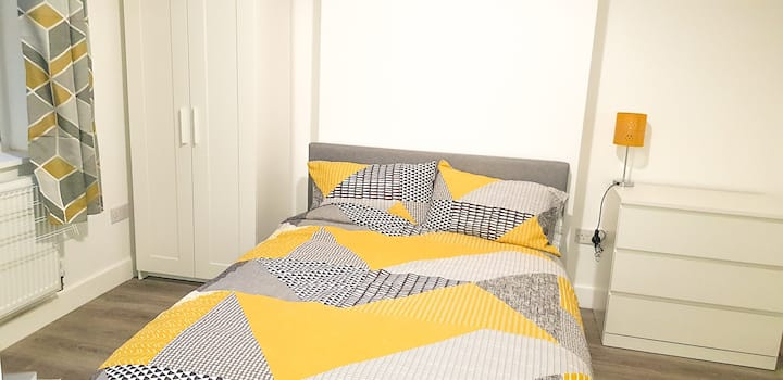 Fresh, large double bedroom in refurbished house