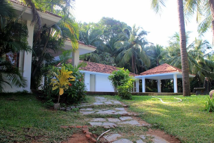Private Room in Stylish House with Pool & Garden - Muttukadu - Casa
