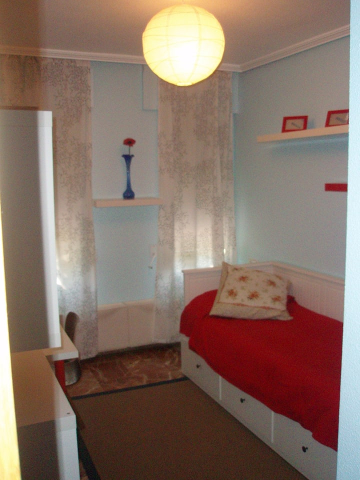 Lovely 2Private Rooms with shared private Bathroom