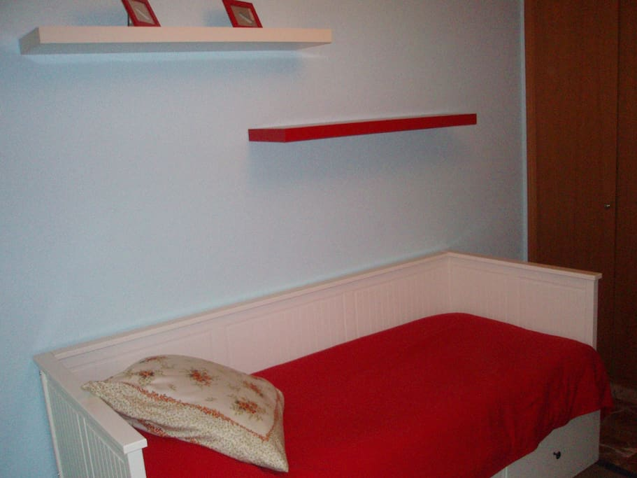 Day-bed with 3 drawers. It can turn into both single and double bed
