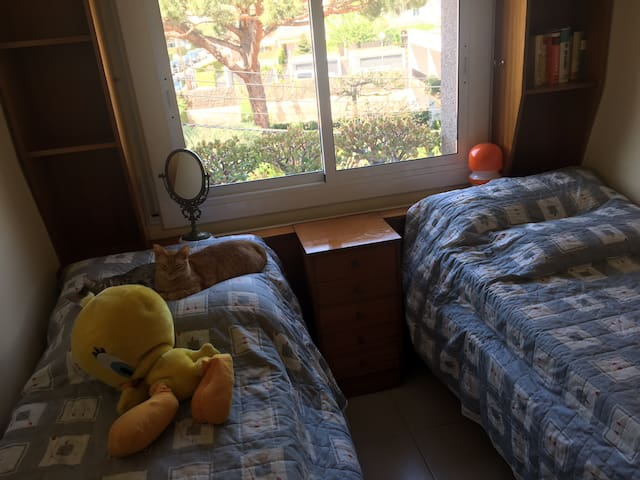 Beautiful room with 2 single beds inCabrera de Mar
