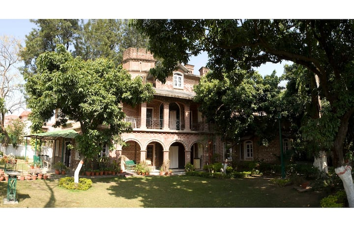 Bungalow in a Leafy Orchard - Maksudpur House