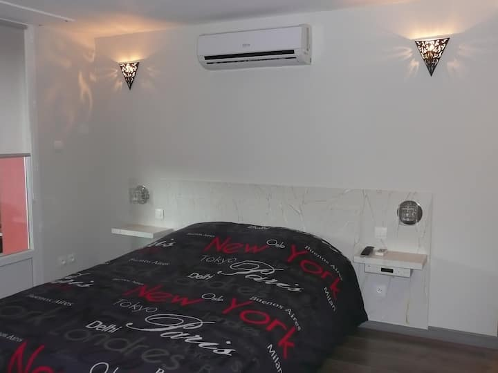 Room Emmanuelle
