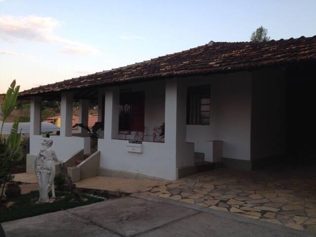 Casa aconchegante (Florestal-MG)