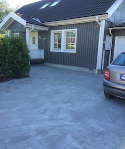 Stor villa i lugnt område utanför Göteborg.