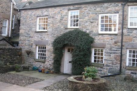 17th century courtyard cottage - Sedbergh - Haus