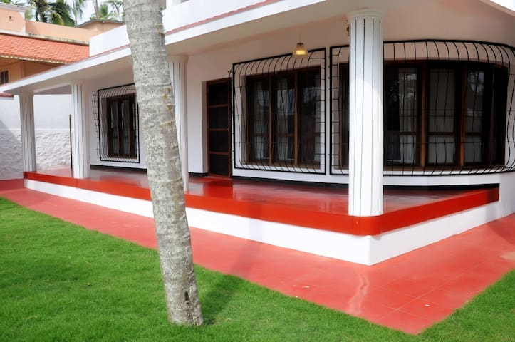 RENT A HOLIDAY HOUSE IN KOVALAM LIGHTHOUSE BEACH - Kovalam - House