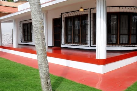 RENT A HOLIDAY HOUSE IN KOVALAM LIGHTHOUSE BEACH - Kovalam - Haus