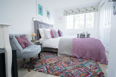 Flamingo Room- Beautiful Double Room with ensuite