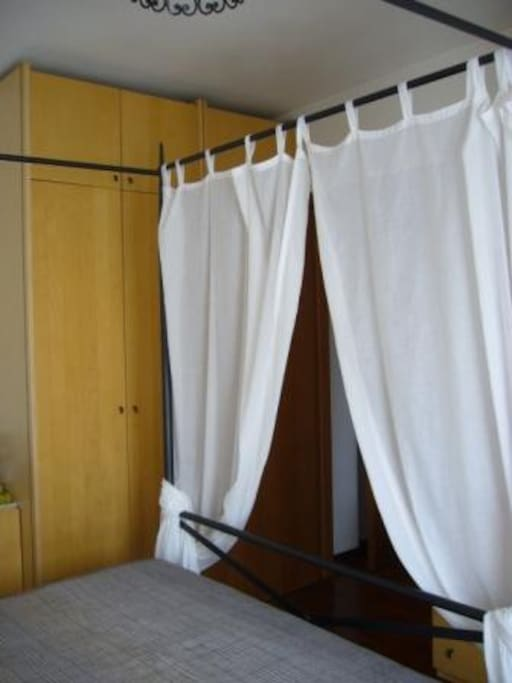 camera matrimoniale con armadio