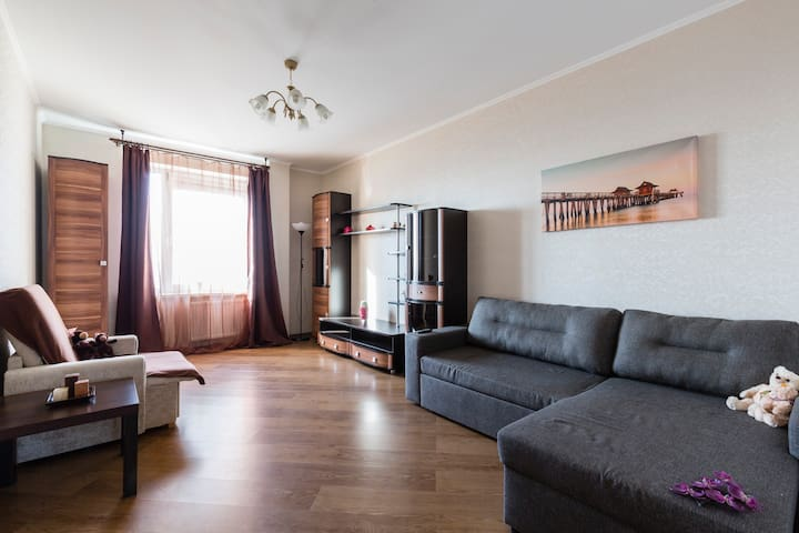 2bedroom apt.near metro,82m,21floor