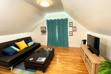 Two Bedroom Suite - half mile walk to Tacoma Dome