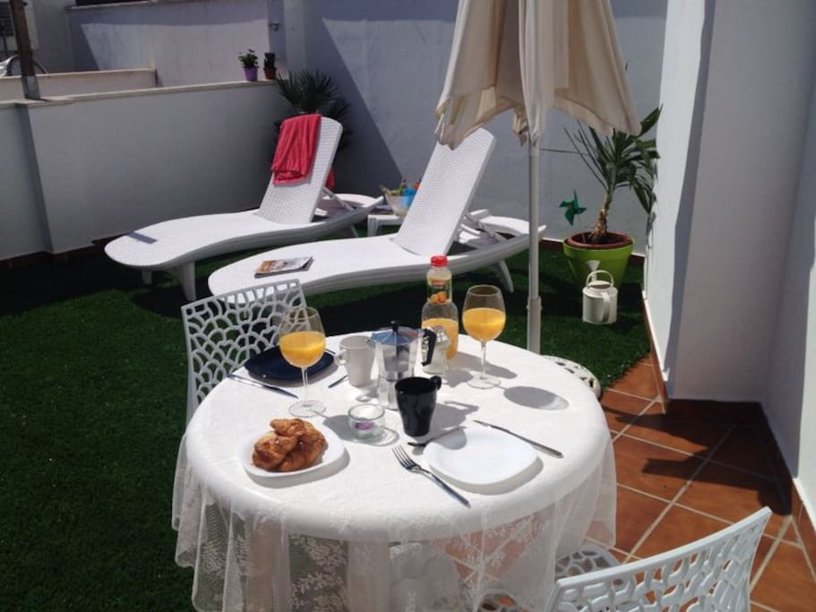 Relaxing fully private terrace with BBQ