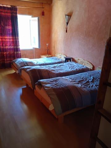 Chambre N 3 3 lits de 90/190