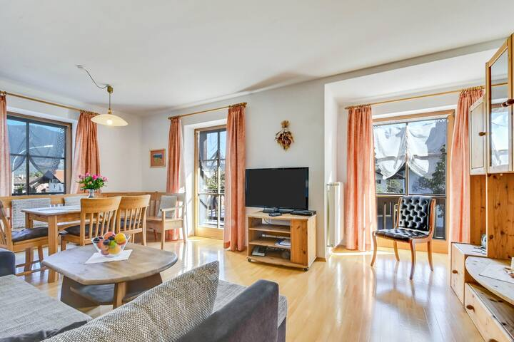 """Cosy Katharinenhof Holiday Apartment """"Kramer Sehr Groß"""" with Balcony, Mountain View & Wi-Fi; Parking Available, Pets Allowed"""