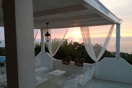 Villa con piscina e vista Stromboli - Tropea