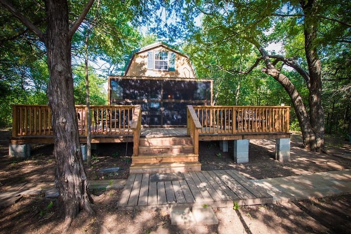 Two Acre Wooded Glamping Retreat by Lake Texoma