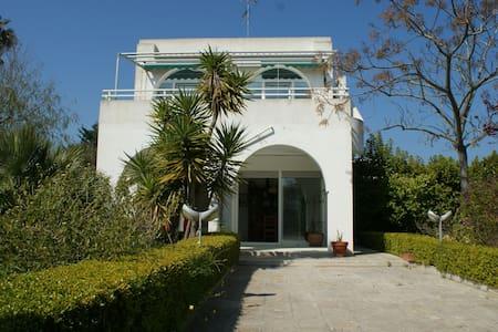 Villa bifamiliare immersa nel verde - San Cataldo di Lecce - Vila