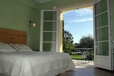 Chambre d'hôtes en Provence - Callian - Bed & Breakfast