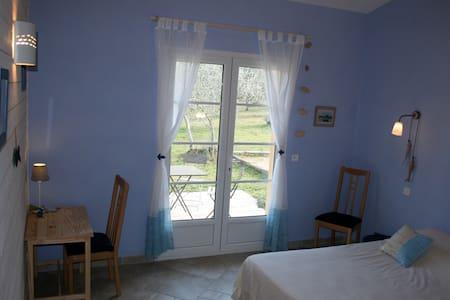 Chambre d'hôtes proche Fayence - Callian - Bed & Breakfast