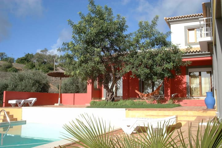 En-suite bedroom quiet contryside central Algarve.