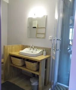 L'Atelier S chambre Rose - Bagnols-les-Bains - Guesthouse