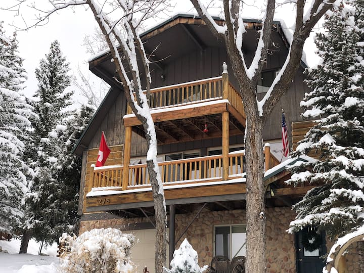 Swiss Chalet with 6 Bedrooms, 4 Baths, Sleeps 15