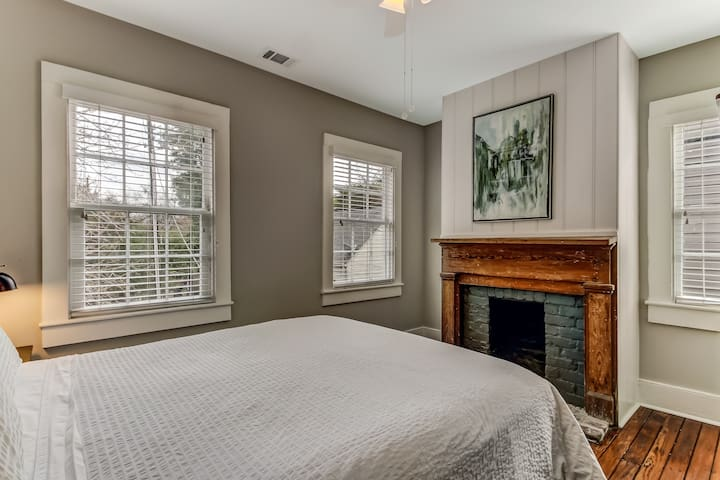 Queen bed in back bedroom.