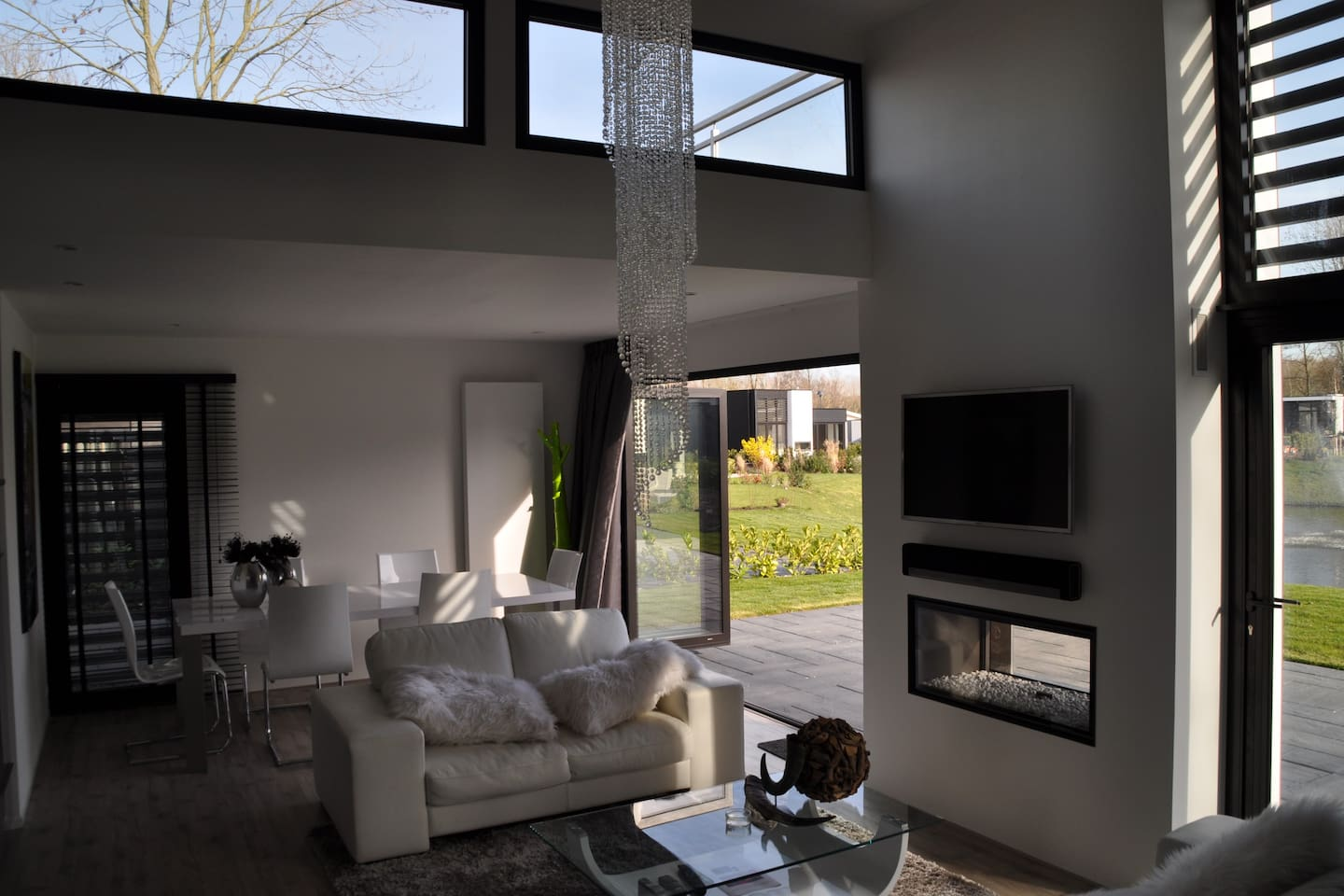 Brandnew (january 2014) luxurious villa only 10 minutes by train/car from Amsterdam + Haarlem and Zandvoort beach.