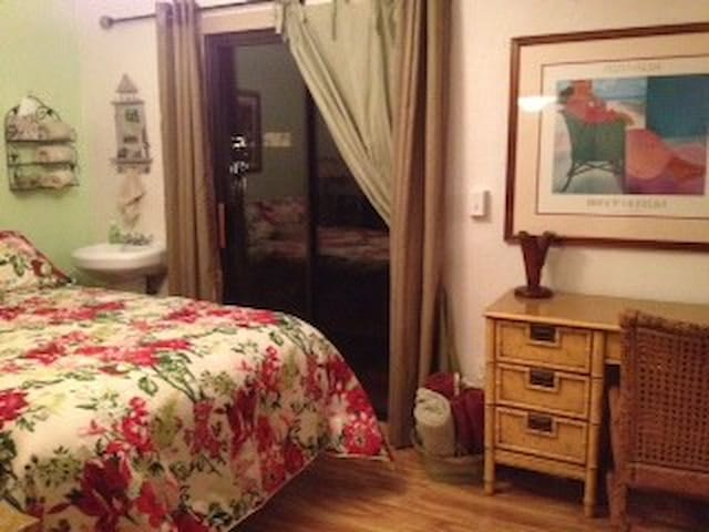 bedroom/bath in quiet dayspa/house - Kihei - Casa