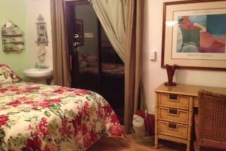 bedroom in quiet dayspa/house