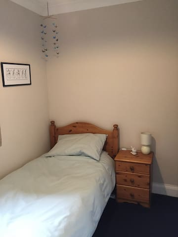 Smart single room in Farnborough