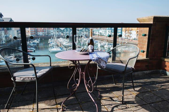 Marina - Penthouse apartment with fantastic views!