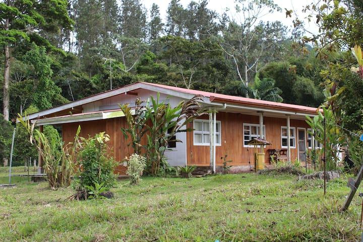 Cabaña Rústica en Turrialba: La Hacienda