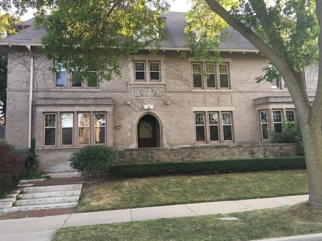 Historic Home Near Democratic National Convention