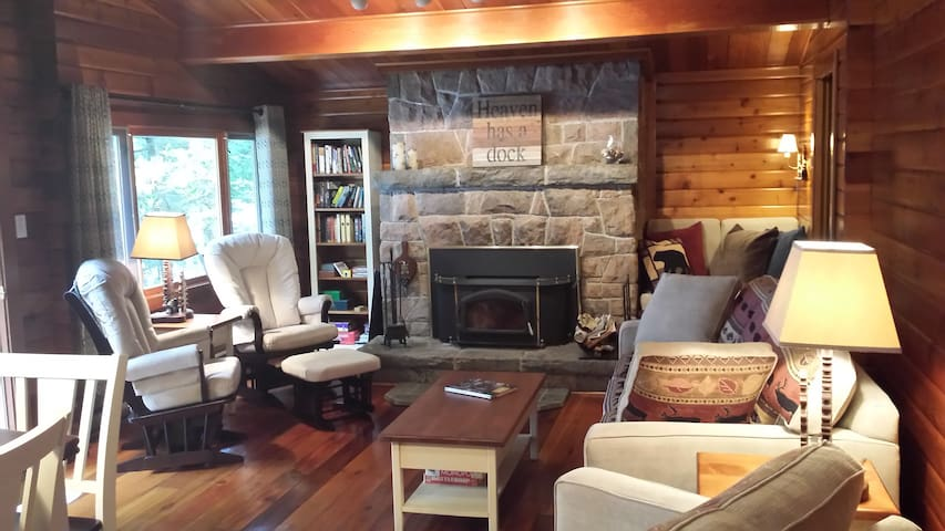 'Bear Country Cabin'  cozy luxury 3 bdrm Muskoka - Huntsville - Cabaña