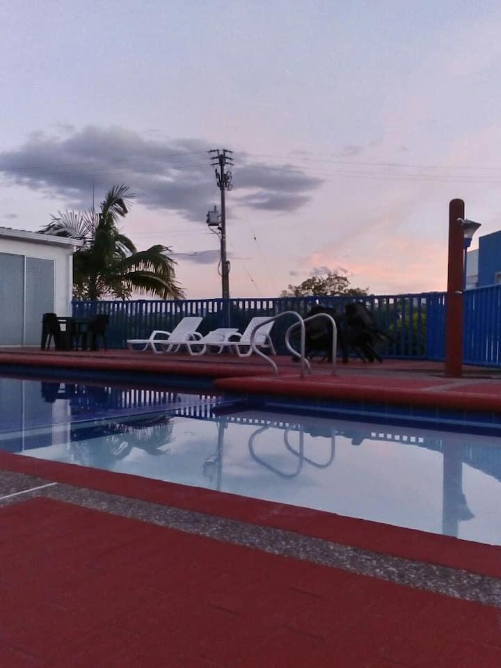 Casa, condominio, piscina 4 pax.
