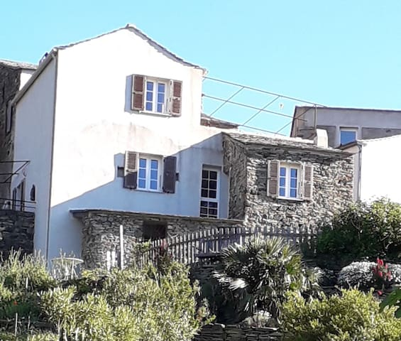 """La maison avec son """"gîte patio"""" au rez de chaussée"""