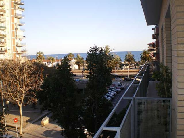 Flat on the beach next to Barcelona - Mataro - Appartement