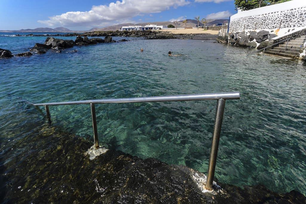 Piscina natural junto a la casa del Mar, a 20 mts