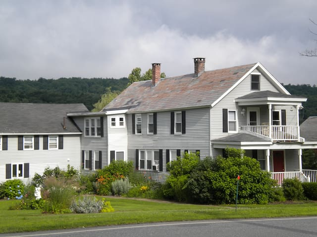 Historic stay near five colleges - Whately - Leilighet