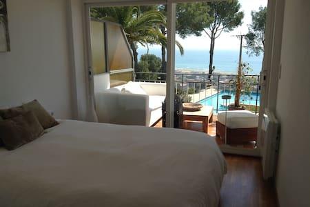 Apartamento de Lujo con Piscina - Castelldefels