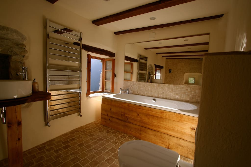 Mid floor bathroom and shower
