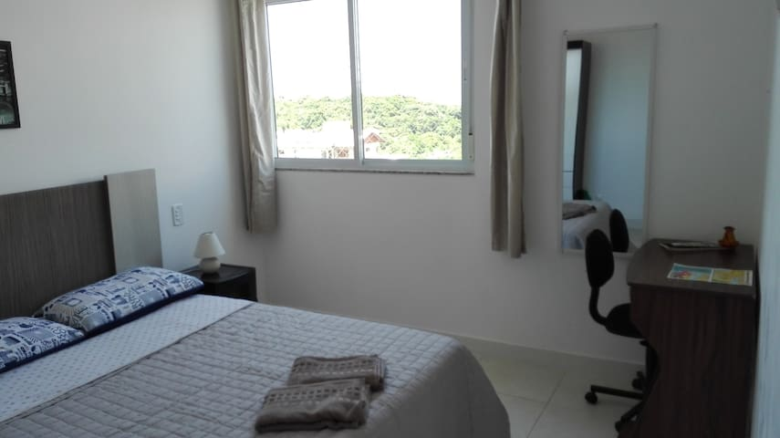 Quarto até 2 pessoas à 3 min da praia - Florianópolis - Apartamento