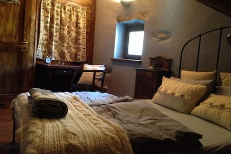 Antico rifugio montano a 1870 metri - 琴山朗勒堡(Lanslebourg-Mont-Cenis) - 家庭式旅館