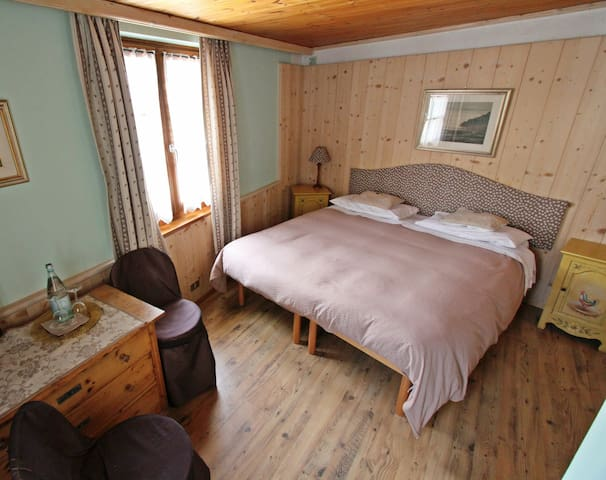 Room Tirol B&B Alla Loggia dell'Imperatore - Levico Terme - Bed & Breakfast