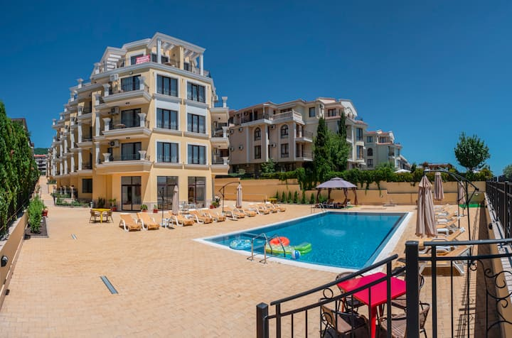 Beachfront One Bedroom Apartment in Saint  Vlas