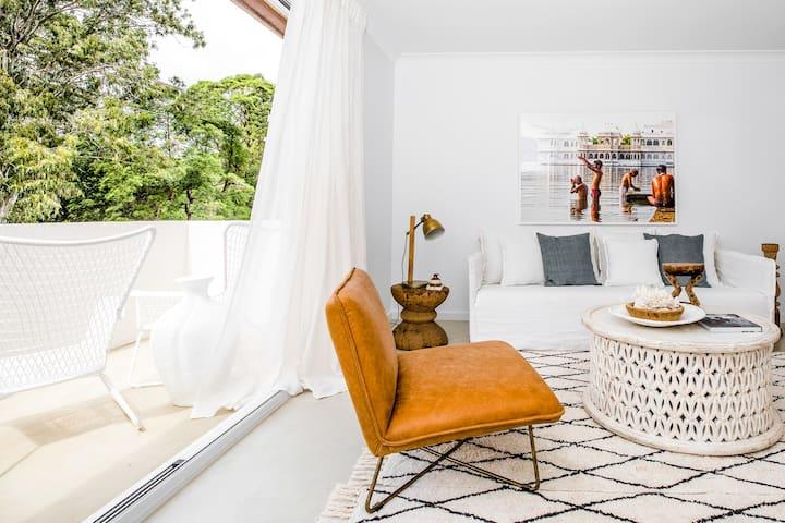 Salty Sam's Luxurious Apartment